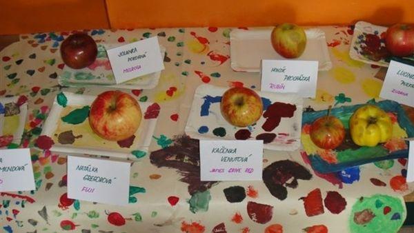 Výstavka jablíček.