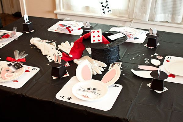over sized playing cards as placemats !magic party table