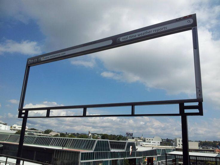 Una valla exterior del Servicio Meteorológico Australiano que te actualiza al m...