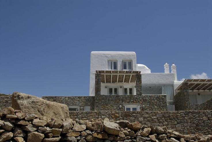 Nikolas Dorizas Architect, Tel: +30.210.4514048 Address: 36 Akti Themistokleous – Marina Zeas, Piraeus 18537. Συγκρότημα 5 εξοχικών κατοικιών με ιδιωτικό περιβάλλοντα χώρο για κάθε κατοικία. Mykonos, Ano Mera. Complex of five small villas, enjoying different directions and views, privacy and separate outdoor spaces and gardens.