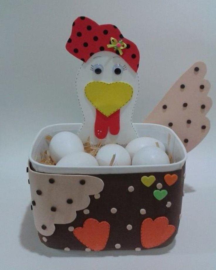 Porta Ovos de Eva embalado em pote tipo de sorvete, 2 k reciclado.  INFORMAR A PREFERÊNCIA DA GALINHA  EM NOSSO ÁLBUM TEMOS MAIS MODELOS DE POTES
