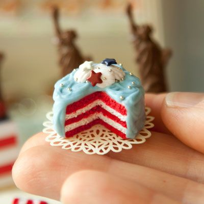 Omigosh, that looks adorable--I love tiny stuff so much! And just think: if you started baking this small, you could eat a whole cake and your thighs and butt wouldn't get bigger afterward lol!