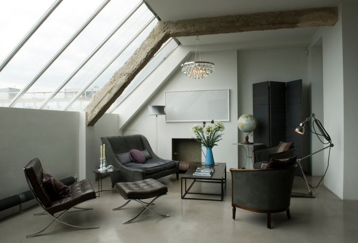 <p>Stunning open plan loft in a converted sewing factory building in East London (Shoreditch). This is the gorgeous home of French furniture and interior designer Solenne de La Fourchardiere (Ochre) a