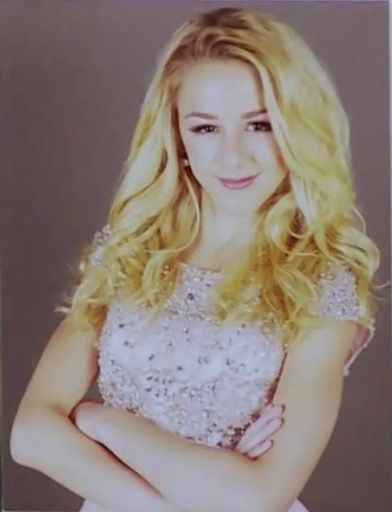 cloe is an awesome dancer and she has great facial expressions she should get more credit!!!!!!! <3 gorgeous