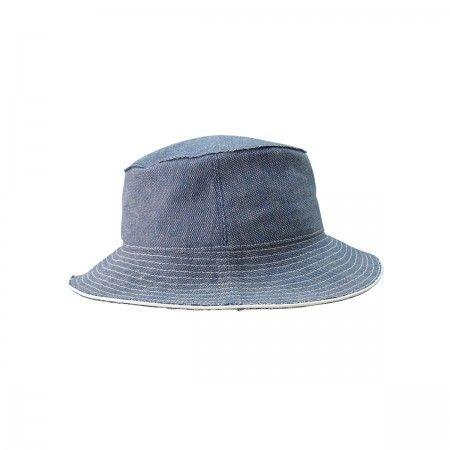 Hat Fedora with leather finishing.