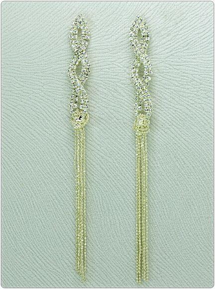 Confeccionado:    Peças metalizadas texturizadas douradas,  124 strass legítimos transparentes, franjas texturizadas douradas. R$ 32,90