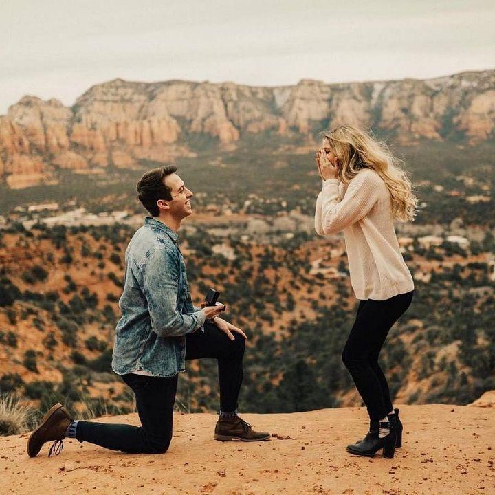Surprise marriage proposal | Romantic proposal ideas | fabmood.com #engagement #engagementsession #engagementshoot #marriageproposal