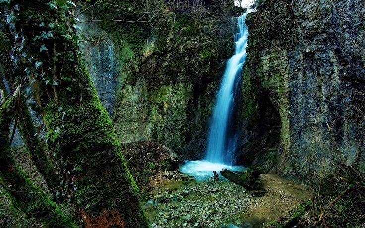 tropický dažďový prales vodopád