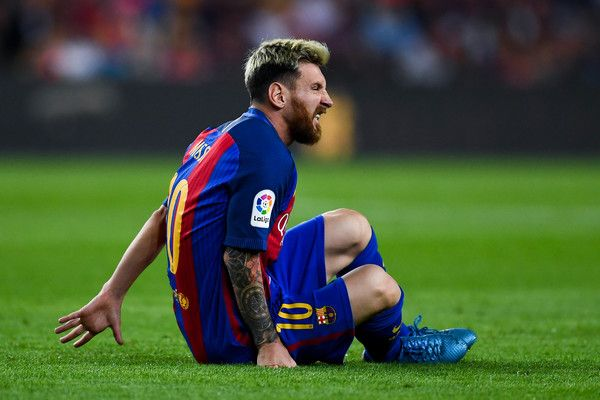Lionel Messi of FC Barcelona reacts injured on the pitch during the La Liga match between FC Barcelona and Club Atletico de Madrid at the Camp Nou stadium on September 21, 2016 in Barcelona, Catalonia.