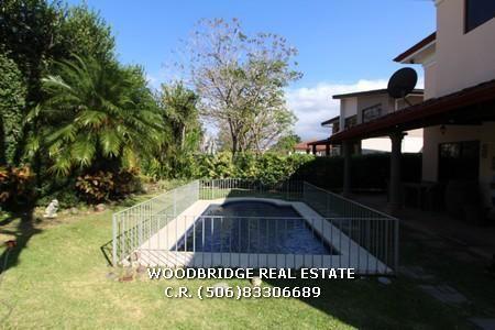 Costa Rica Parque Valle Del Sol casas lujo alquiler linda piscina y jardines $3.800 Woodbridge bienes raices Costa Rica mobile (506)88340226