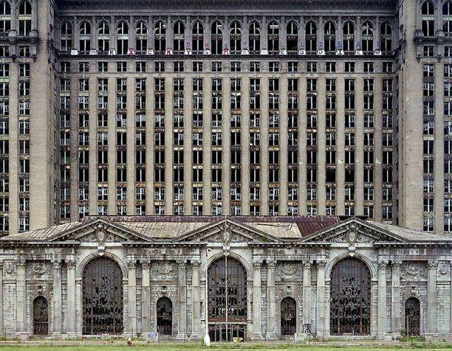 Abandoned Detroit: what a beautiful old building. Have seen many times and it is so lovely. wish someone with millions would make an appt building of it.