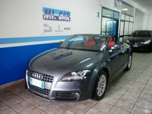 In black this is the car I want when I'm older ;) AUDI 2009 TT ROADSTER BLK!!!