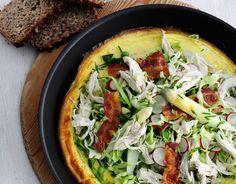 Æggekage med kylling, bacon og sprøde grønsager - Opskrift | Hjerteforeningen (Recipe in Danish)