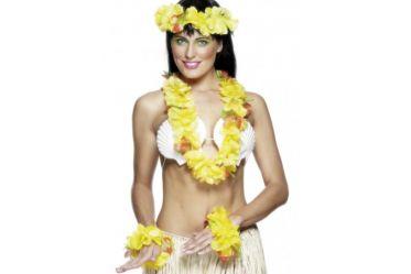 Le set Hawaien vous apportera la touche exotique et originale lors de vos soirées sur le thème Hawai.  Compléter votre tenue avec nos jupes, perruques...  Caractéristiques:      Taille unique     Jaune     2 bracelets     1 collier     1 couronne  Hawai, Exotisme, Couronne, Bracelet, Collier, Fleurs