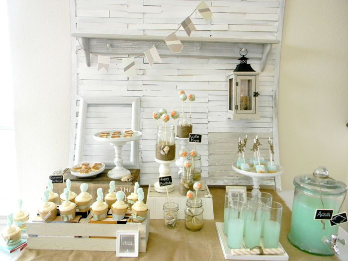 Una preciosa mesa de dulces para una fiesta playa / A lovely sweet table for a beach house party