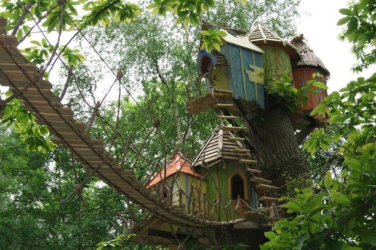 Un parque temático muy especial en Inglaterra, a 3 horas de Londres. BeWILDerwood, un bosque encantado con casas en los árboles para vacaciones con niños.