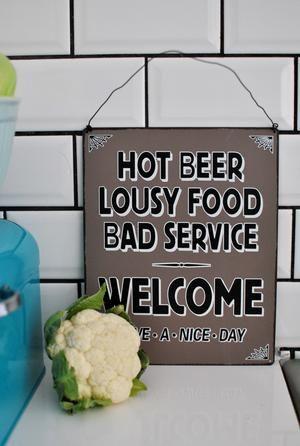 Varm öl, dålig mat och dålig service!