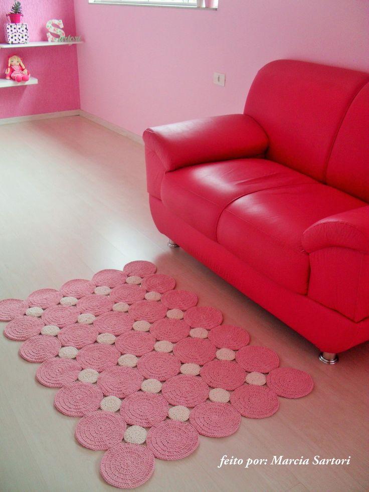 Tapete e barbante feito em croche. <br>Lindo e moderno para decorar o quarto de seu bebê. <br>Medida de 0,75 X 1,05 <br>Outras medidas consultar valor <br>Pode ser feito nas cores de sua decoração!