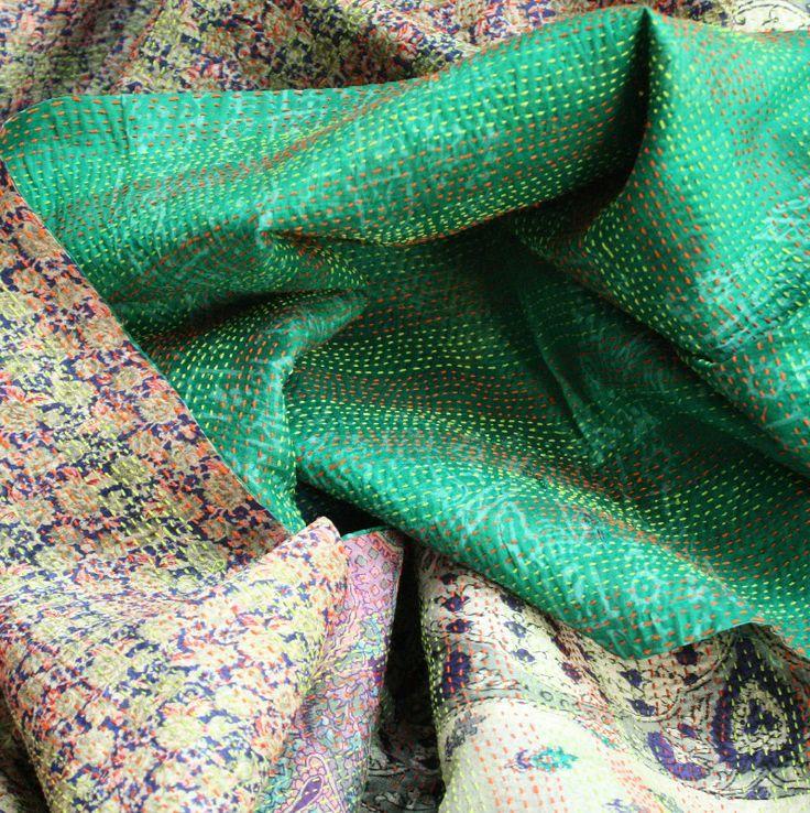 Kantha - tessuto tradizionale trapuntato in seta doublefaces verde smeraldo, bluette e perla - Tessuti Etnici Orientali - Diwali Store http://diwalistore.it/tessuti-arredamento-etnico/telo-doublefaces-trapuntato-verde-blu-perla.html