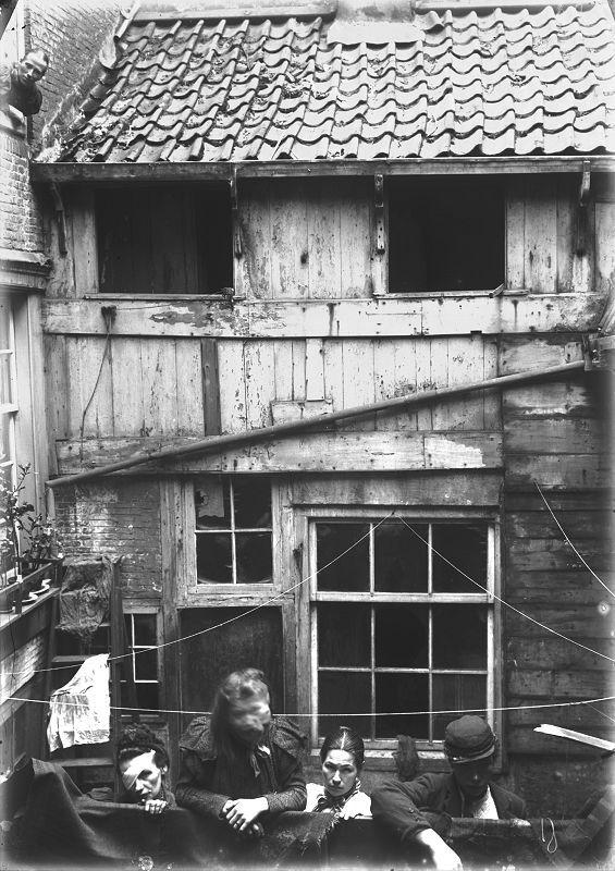 Amsterdam Slums Foeliedwarstraat ca. 1900