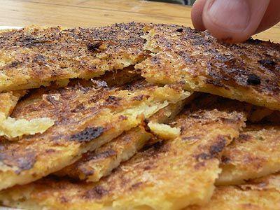 socca 250g de farine de pois-chiches - 50cl d'eau - 2 généreuses cuillères à soupe d'huile d'olive - 1 c.café de sel fin