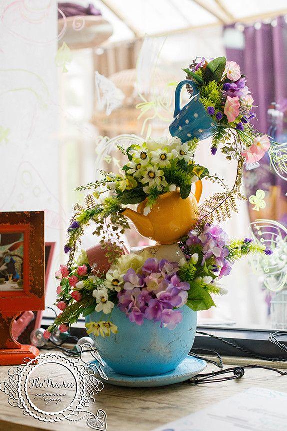 украшение кафе витрина декор цветы дизайн алиса в стране чудес флористика кафе веранда www.flofra.ru