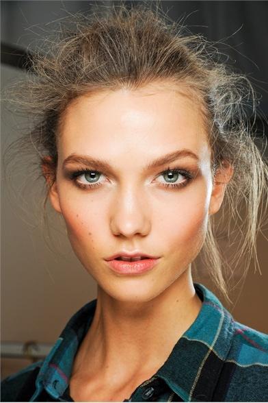 Karlie Kloss makeup