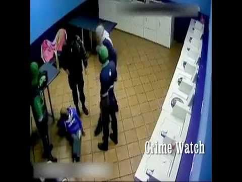 Muggers gets caught by Petrol station staff and taught a lesson