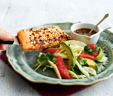 Recept: Chililax med krispig avokadosallad och sesamdipp