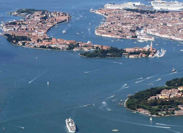 Venezia: considerata tra le più belle città del mondo è annoverata, assieme alla sua laguna, tra i siti italiani patrimonio dell'umanità dall'UNESCO