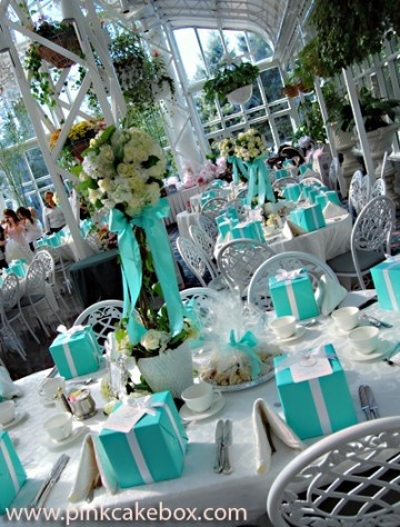 Tiffany Blue Box Place Settings....wouldn't it be great to do something like that once?!