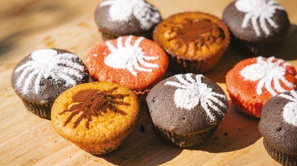 A l'approche d'Halloween, voici une sélection de 15 recettes effrayantes et festives pour régaler les petits et les grands. Alors, des sucreries ou un sort ?