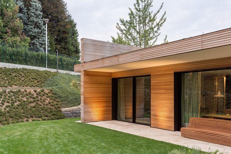 Casa prefabbricata in legno * Struttura portante in legno X-Lam * Rivestimento in legno per esterno con facciata ventilata in LARICE SIBERIANO