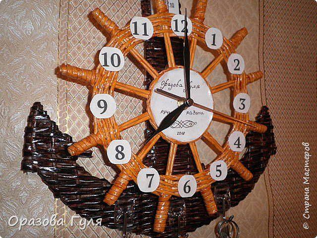 Часы с комнатным термометром и крючками для ключей. фото 14