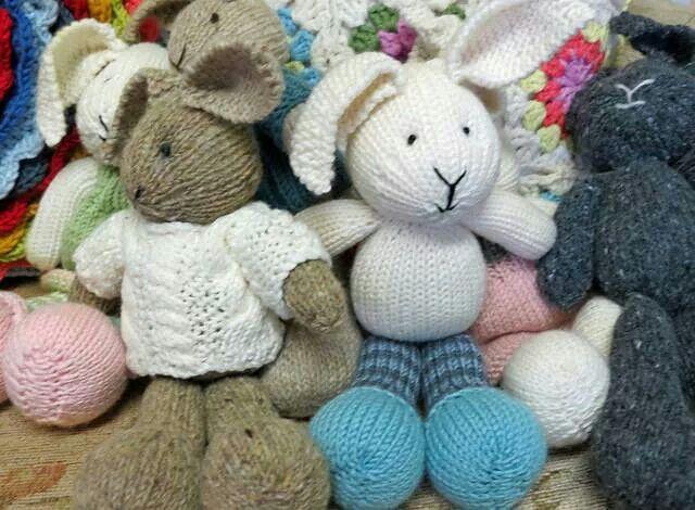 Rabbit Knitting Pattern Toy : Free knitted rabbit pattern diy toys pinterest