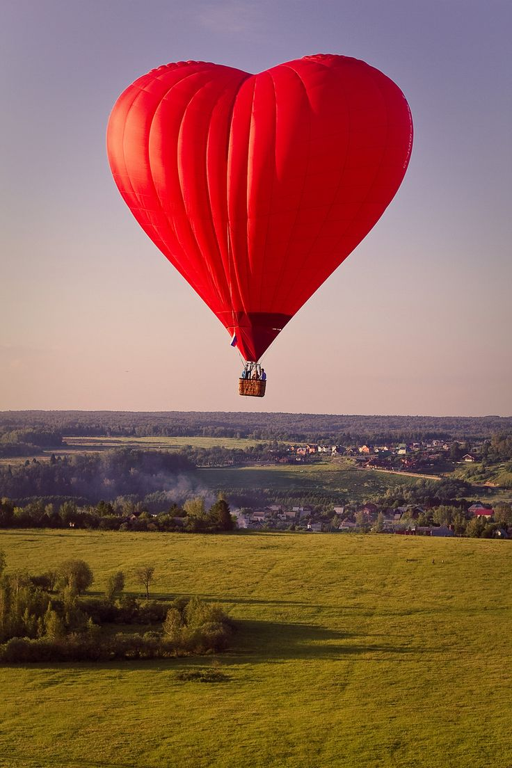 How romantic would it be to ride in this heart- shaped hot air balloon...with your favorite Valentine, of course?!  :)