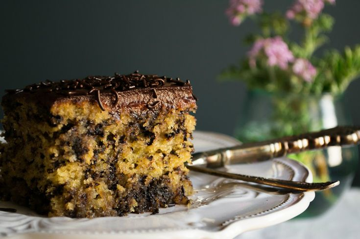Θυμήθηκα το Μυρμηγκάτο, αυτό το λατρεμένο σιροπιαστό κέικ με επικάλυψη κρέμας κακάο και το παράξενο όνομα, που κάποτε έκανε πάταγο!