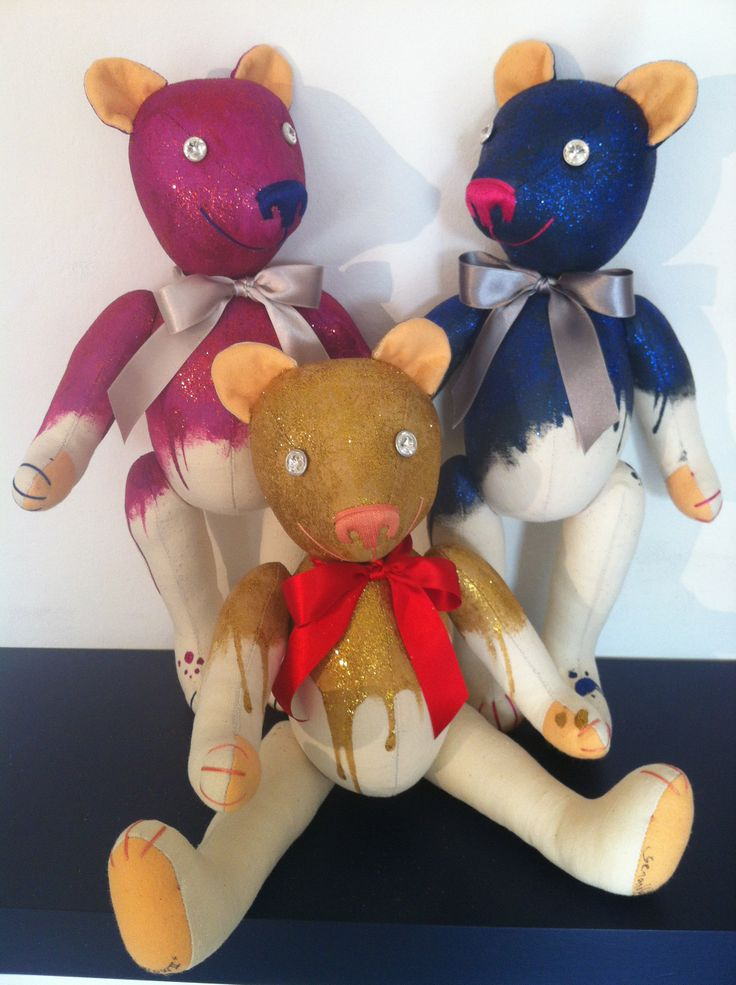 "This is ""Wow"" Teddy Bears Family, in Gold, Blue and Pink purple purpurine! By GSBears, Barcelona"