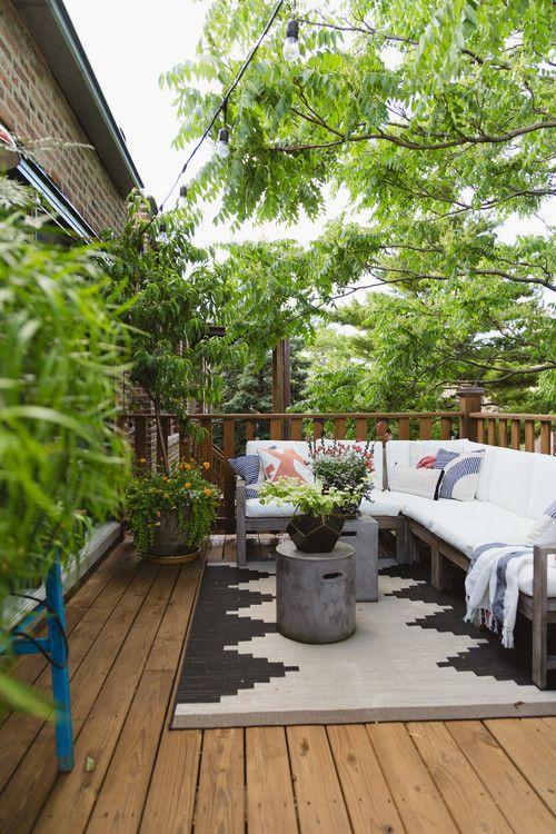 Stylish Condo In Chicago Ravenswood Neigborhood Town Country Living City Condo Backyard Rugs Balcony Design