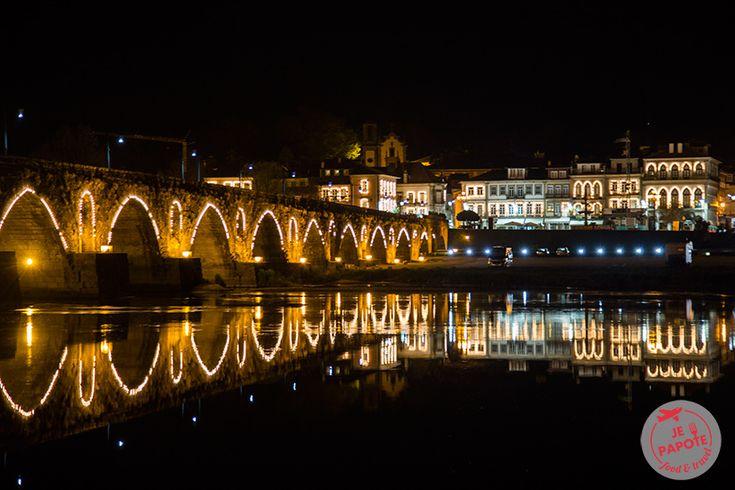 Ponte de Lima, destination de votre prochain week-end romantique | Par Je Papote Blog |15/05/2015 Lors de mon séjour au Portugal, j'ai passé une journée à Porto pour ensuite me rendre à Ponte de Lima. C'est la plus ancienne ville du Portugal (fondée en 1125), ce qui lui donne un charme fou. Traversée par le fleuve Lima, le pont médiéval fait partie intégrante de la ville. Si je devais définir cette ville je la qualifierai de romantique.  #Portugal