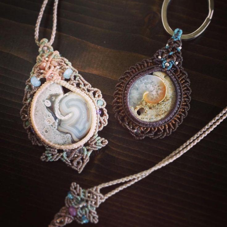 "177 Likes, 3 Comments - Macrame Jewelry MANO (@macrame_jewelry_mano) on Instagram: ""アンモナイトドゥージーマクラメペンダント&キーリング。 セットでのオーダーでした♪ #MacrameJewelryMANO #Macrame #マクラメ #NaturalStone #天然石…"""
