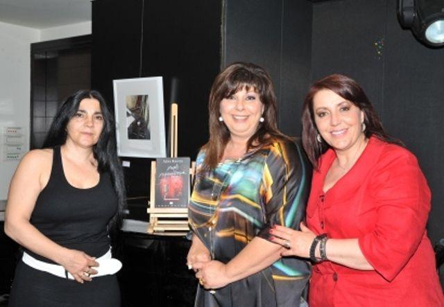 Συντροφιά με τις ηθοποιούς Ζαχαρούλα Οικονόμου στα αριστερά και Τζώρτζη Κωνσταντίνα στα δεξιά!