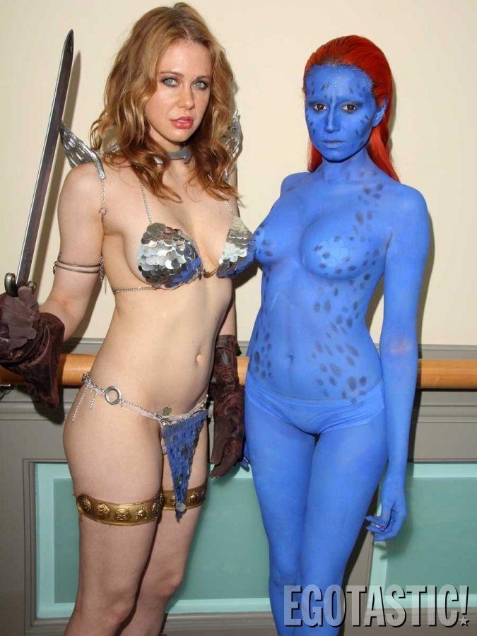 girl having sex at comic con