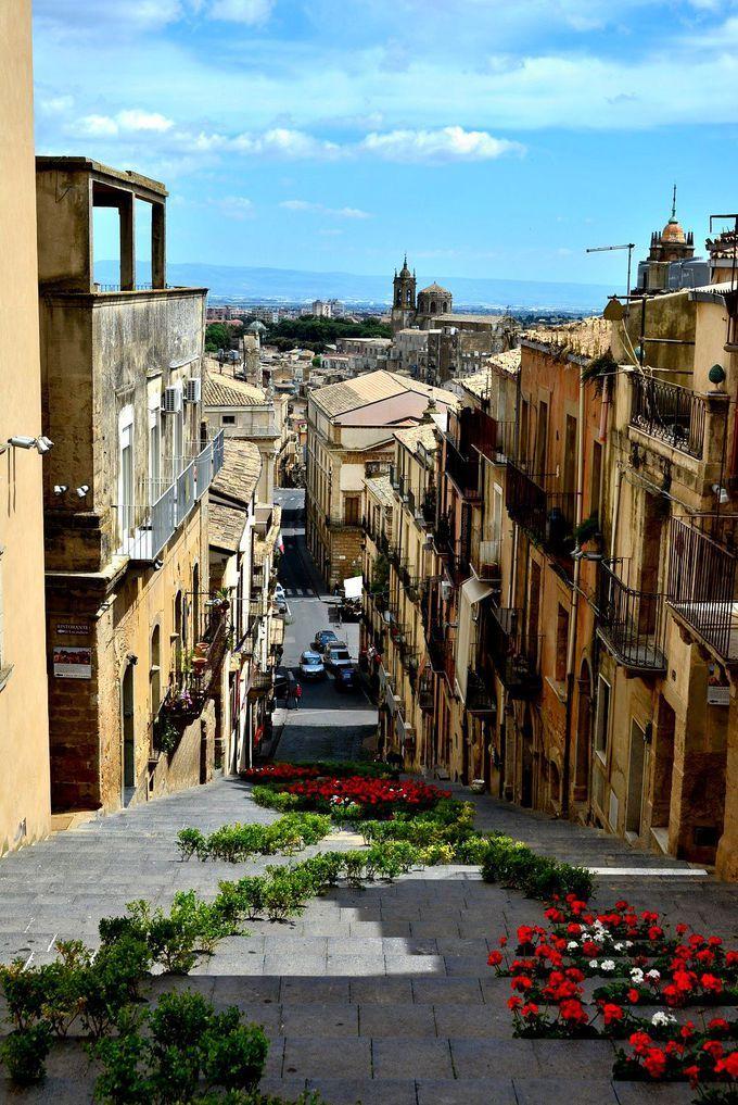 カラフル陶器が街を彩る♪シチリア島南東の街カルタジローネ | イタリア | トラベルjp<たびねす>