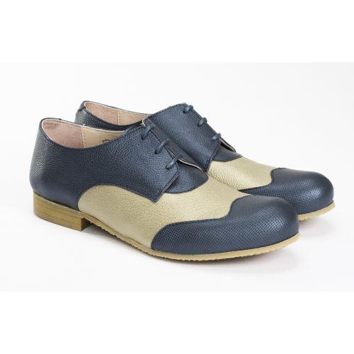 #Zapatos estilo #oxford combinado en azul riverside y beige metalizados, lazos en tono azul y suela de crepé antideslizante. De @lalobashoes Tanto para ir a la oficina como para un paseo urbano de fin de semana. #pieldecabra #zapatosoxford #slowfashion #madeinSpain