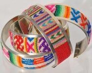 Bracelet flexible tissu et métal.