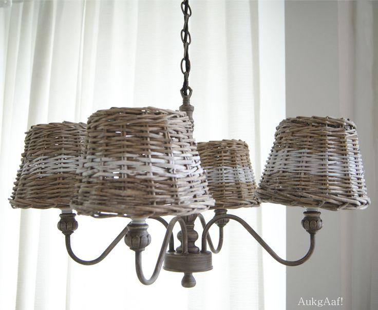 Kroonluchter taupe met rieten kapjes! http://aukgaaf.com/nl/lifestyle-woonaccessoires-landelijk-wonen-brocante-accessoires/lampen-brocante-lamp-landelijke-wandlampen-kroonluchters-stalampen-lampenkappen/kroonluchters-brocante-kroonluchter-landelijke-kroonluchters.html