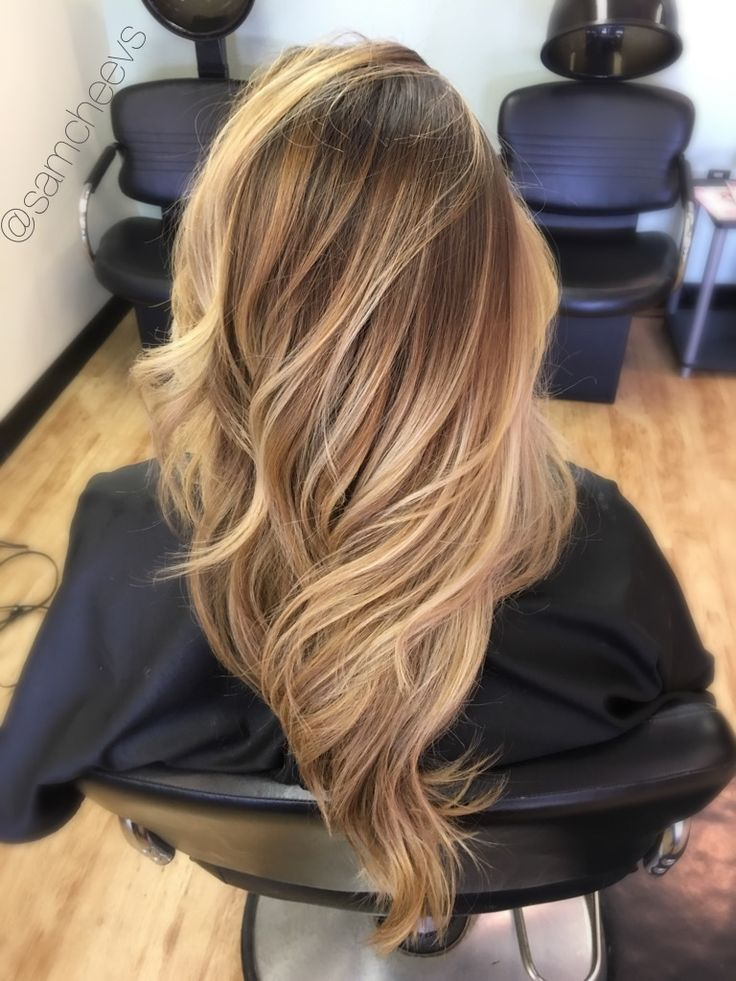 Honey platinum white blonde sandy warm tones // long haircut with long layers // balayage ombre color melt