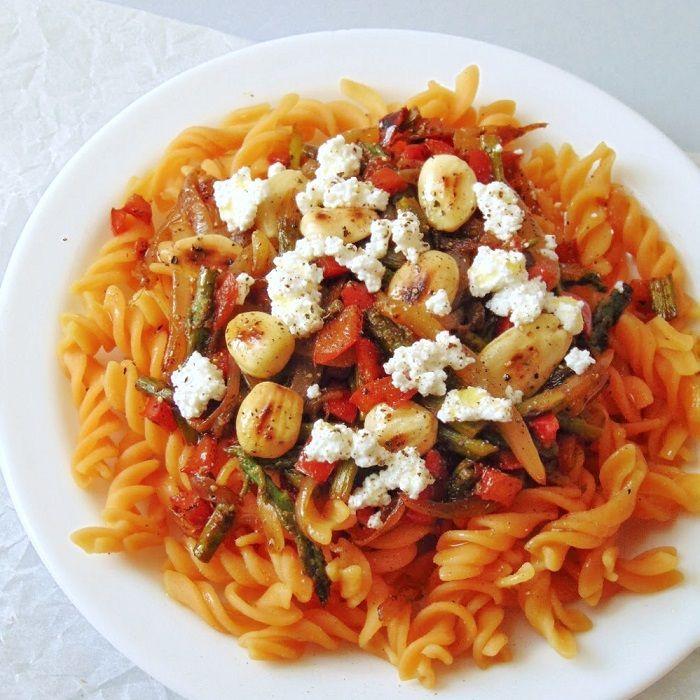 Pasta De Lentejas Con Verduras Y Almendras Receta De Tasty Details Receta Verduras Salteadas Lentejas Con Verduras Lentejas