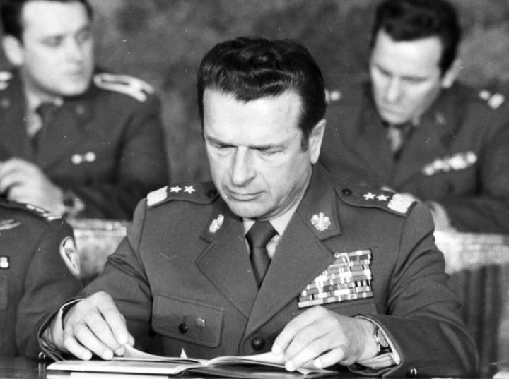 Szef kontrwywiadu WSW gen.  Czesław Kiszczak 1980 r. Fot. PAP/Tadeusz Zagoździński